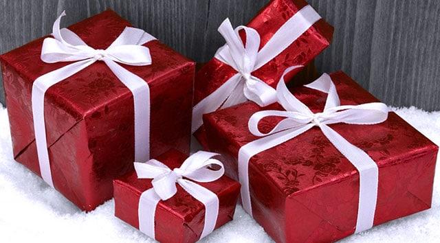 De nombreuses entreprises ont pour habitude de faire des cadeaux de Noël aux enfants de leurs employés.